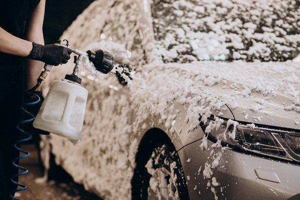 Foam spray pressure hose cleaning